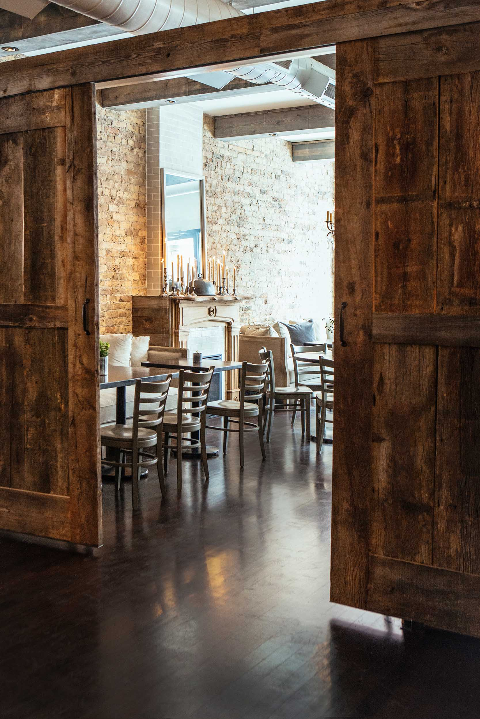 Leo_Designs_Chicago_interior_design_white_oak_tavern8.jpg