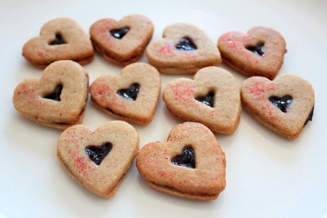 heart linzer cookies.JPG