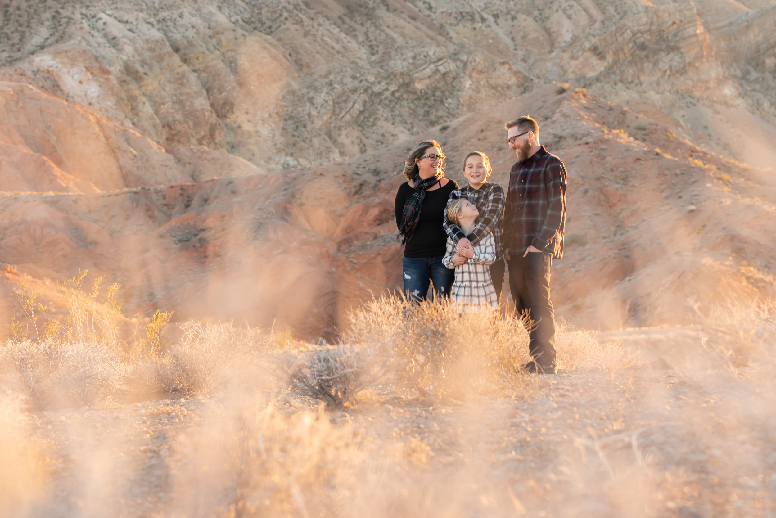 lifestyle-las-vegas-desert-session-family-portraits.jpg