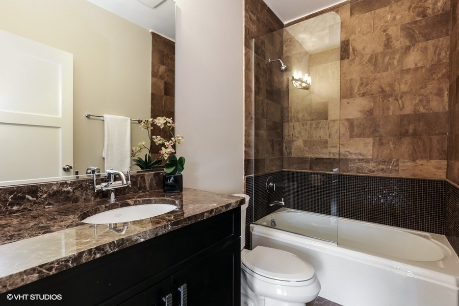 50_2027NorthMagnoliaAve_8001_Bathroom_LowRes.jpg