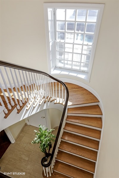 10_1505NorthAstorSt_B_68_Staircase_LowRes.jpg