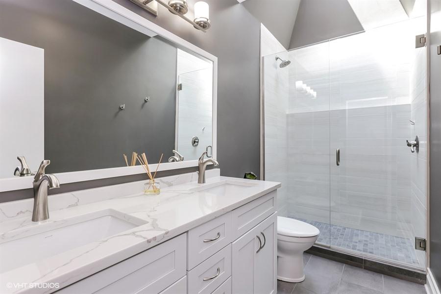 13_76EastElmSt_4_8_Bathroom_LowRes.jpg