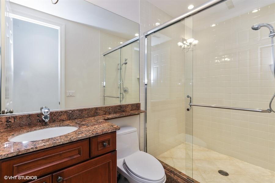 20_1437WestLexingtonSt_8_Bathroom_LowRes.jpg