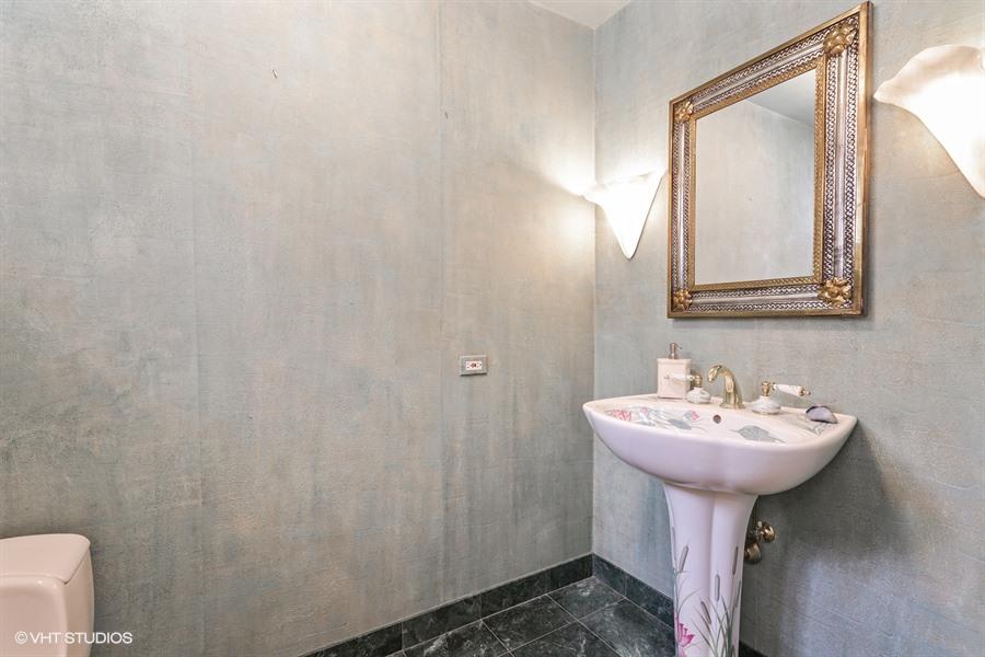 14_40WestSchillerSt_7_Bathroom_LowRes.jpg