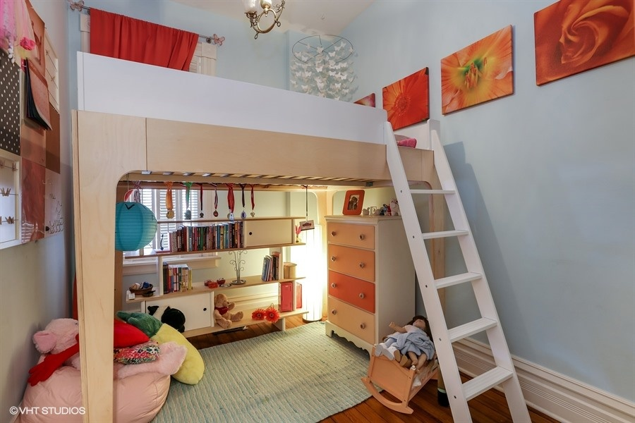 16_2112NorthSheffieldAve_153_2ndBedroom_LowRes.jpg