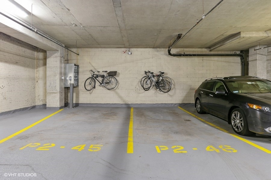 19_318SouthMichiganAve_300_357_ParkingGarage_LowRes.jpg
