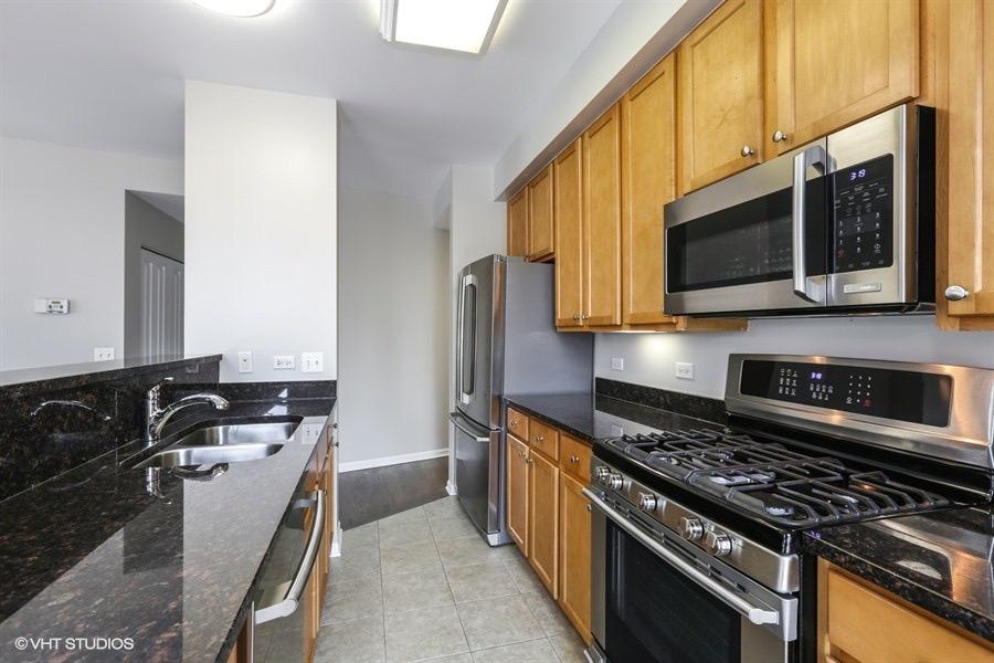 06_343WOLDTOWNCourt_Unit503_177_Kitchen_LowRes.jpg