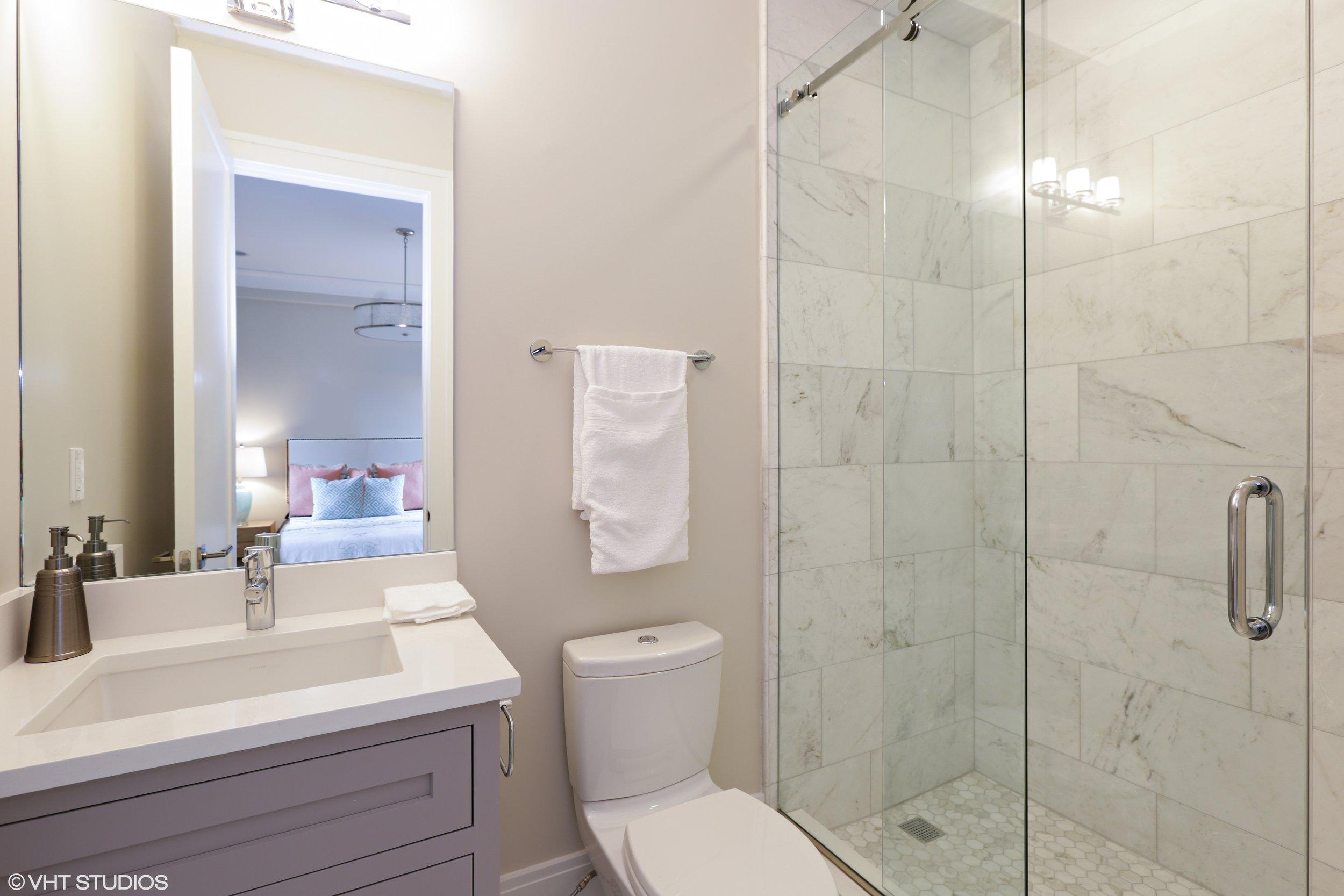 26_2116NorthMagnoliaAve_8_Bathroom_HiRes.jpg