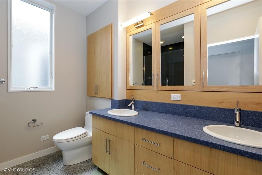 14_2757NKenmoreAvenue_8_Bathroom_LowRes.jpg