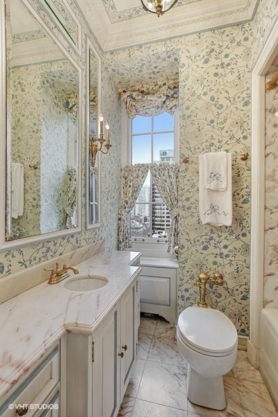 19_1500NLakeShoreDrive_Unit1112B_323_BathroomEnSuiteMainFloor_LowRes.jpg