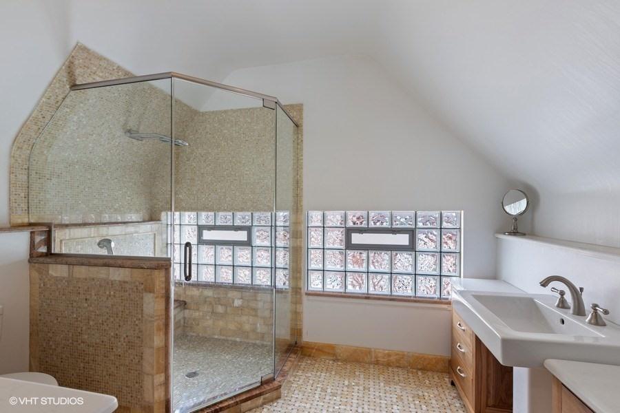 35_4950SWOODLAWNAvenue_323_Bathroom_LowRes.jpg