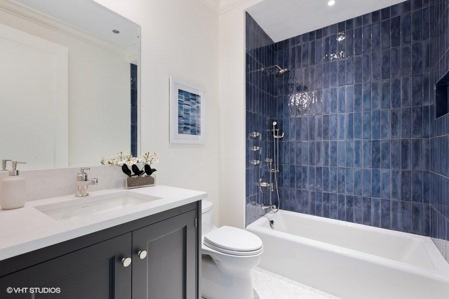23_9WWaltonStreet_Unit2902_8_Bathroom_LowRes.jpg