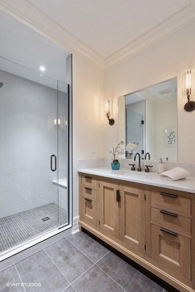 25_9WWaltonStreet_Unit2902_9001_Bathroom_LowRes.jpg
