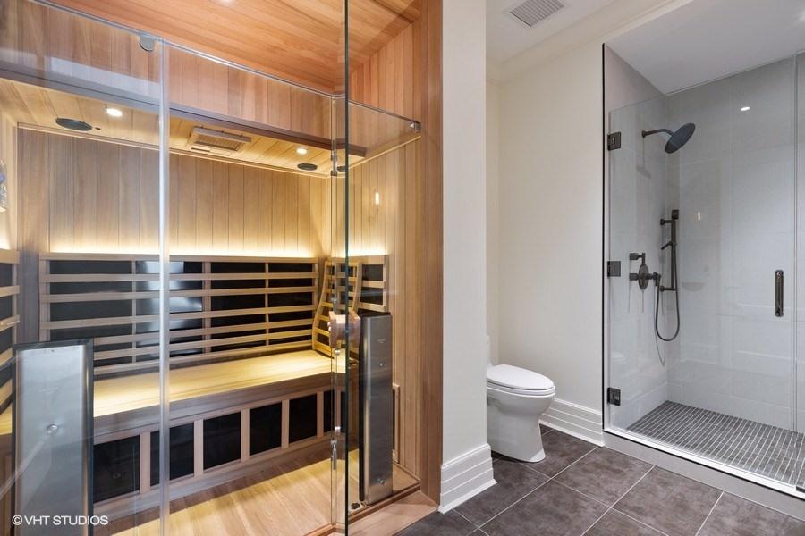 26_9WWaltonStreet_Unit2902_9_BathroomSauna_LowRes.jpg