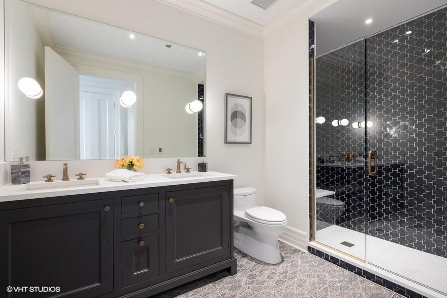 30_9WWaltonStreet_Unit2902_10_Bathroom_LowRes.jpg