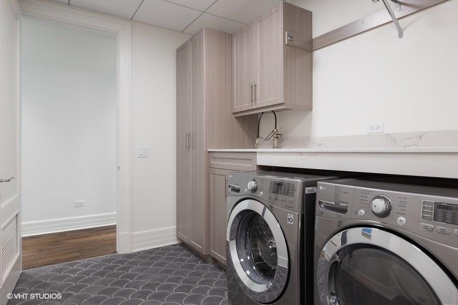 32_9WWaltonStreet_Unit2902_44_LaundryRoom_LowRes.jpg