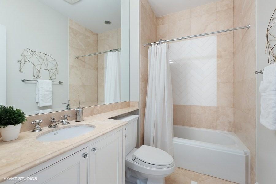 66_2030NDaytonStreet_8003_Bathroom_LowRes.jpg