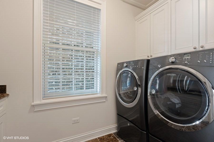 69_2030NDaytonStreet_350_LaundryRoom_LowRes.jpg
