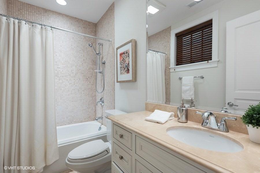 80_2030NDaytonStreet_100001_Bathroom_LowRes.jpg
