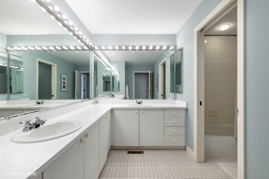 09_1938NorthMaudAve_8_Bathroom_LowRes.jpg