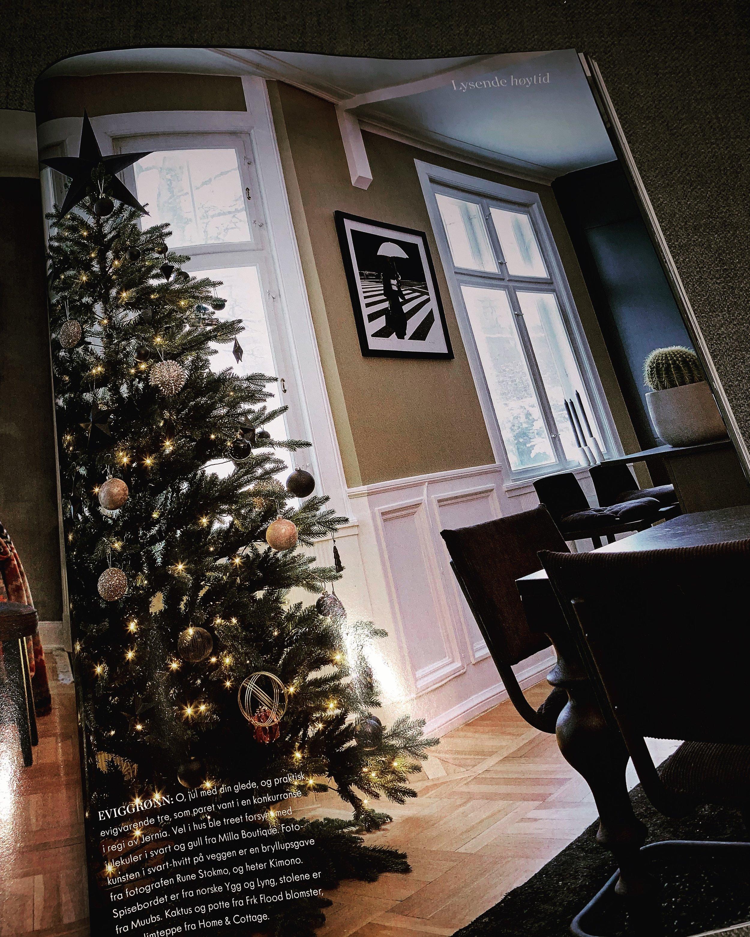 November nummeret av Maison kunne dere se leiligheten vårt julepyntet.