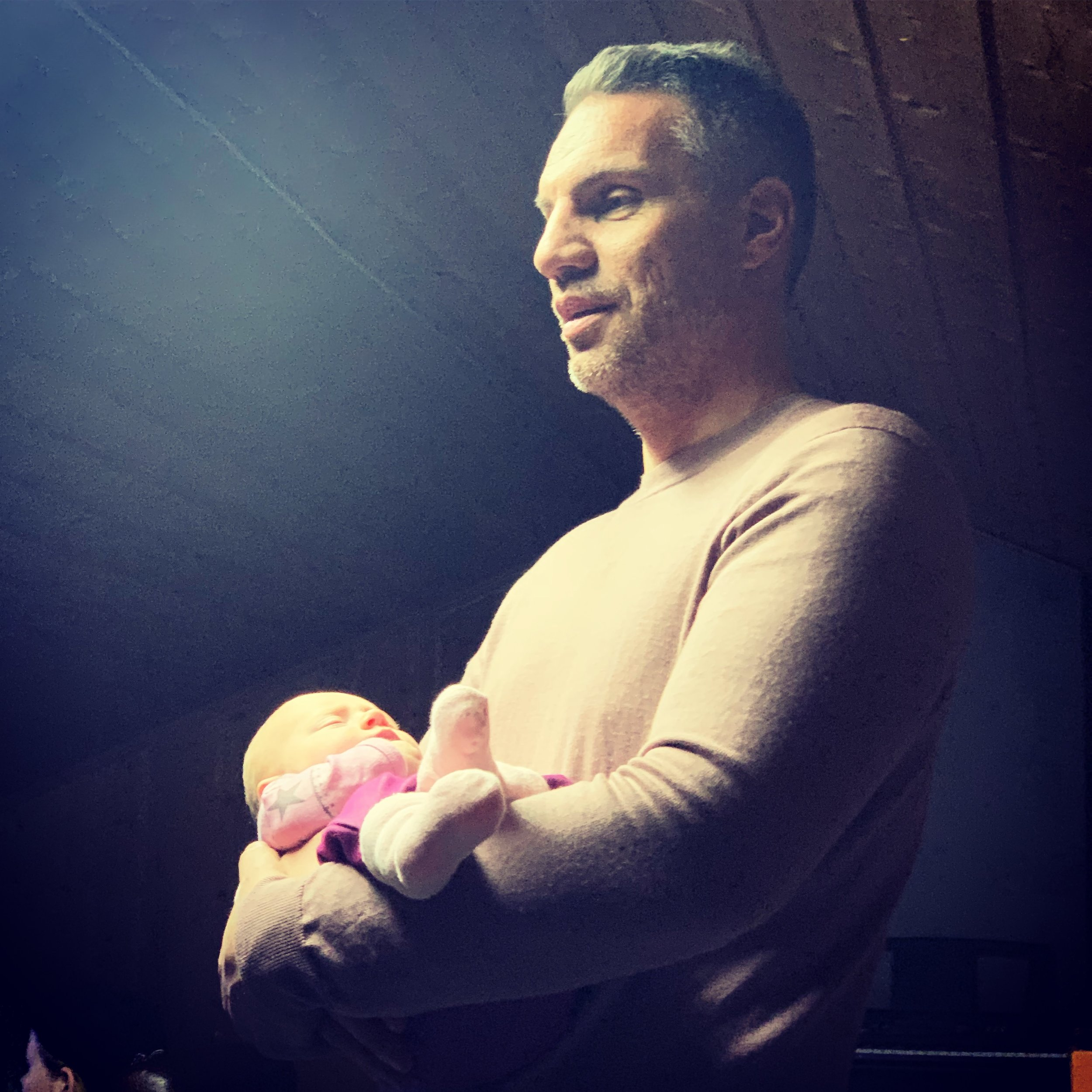 ONKLER: Her er Kjartan med onkelbarnet vårt.