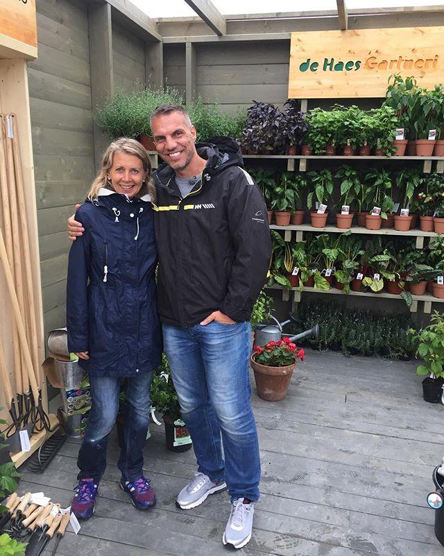 Takk for dyktig veiledning underveis Tonje  @plantmania @dehaesgartneri #tv2sommerhytta #sommerhytta #sommerhyttatv2 #gartner #gardening #gardenlife #gardeninglife #sehvasomskjer #røsneskilen #halden #oslofjorden