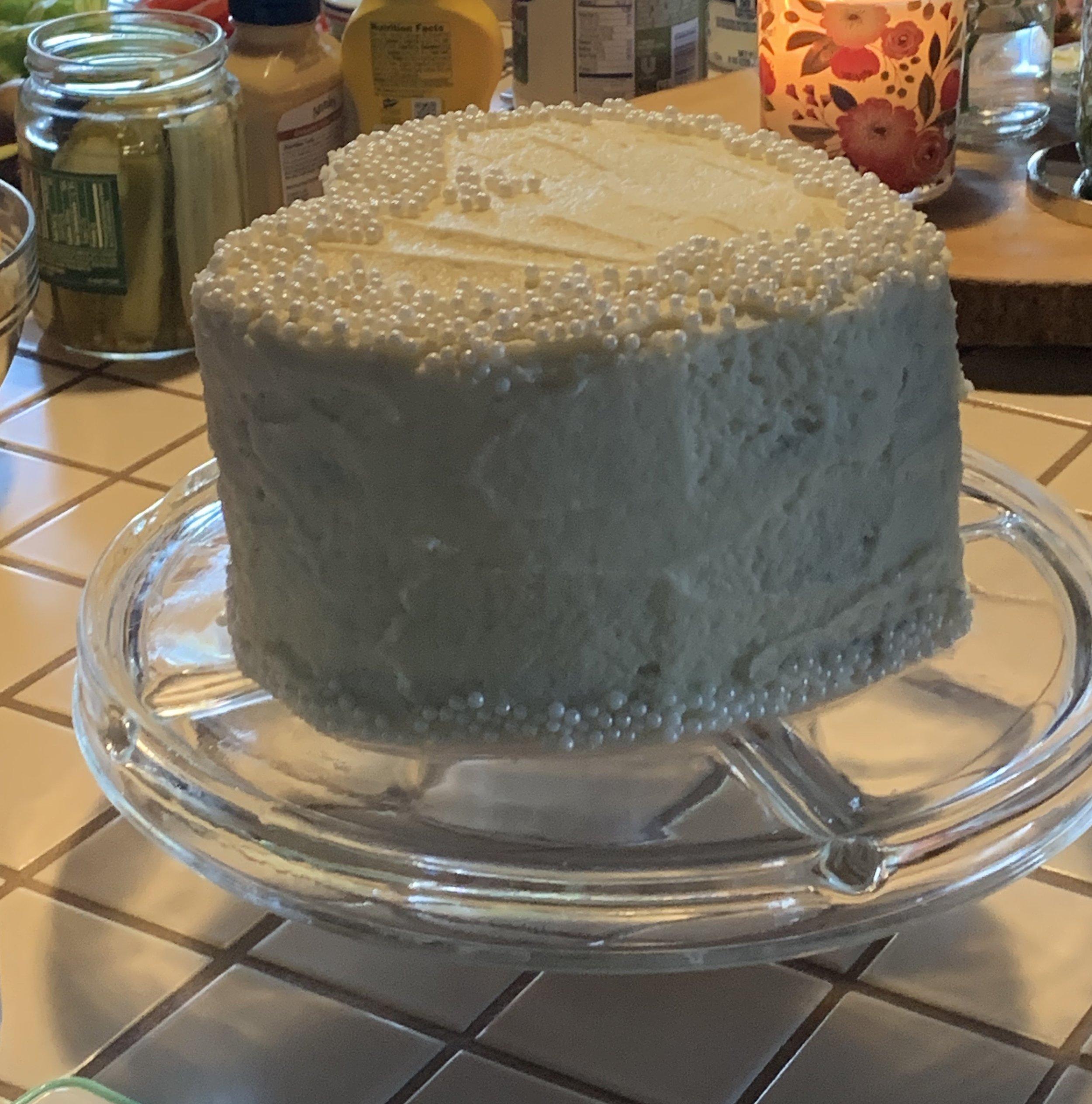 FLOTT KAKE: Vi var veldig spent på hvilken farge som skjulte seg inni denne kaka.