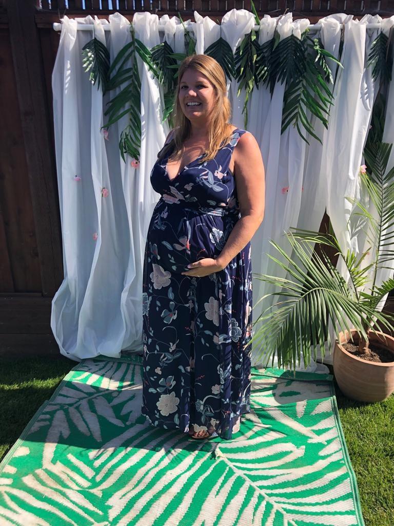 STOR MAGE: Vakre Megan med babyKK magen.