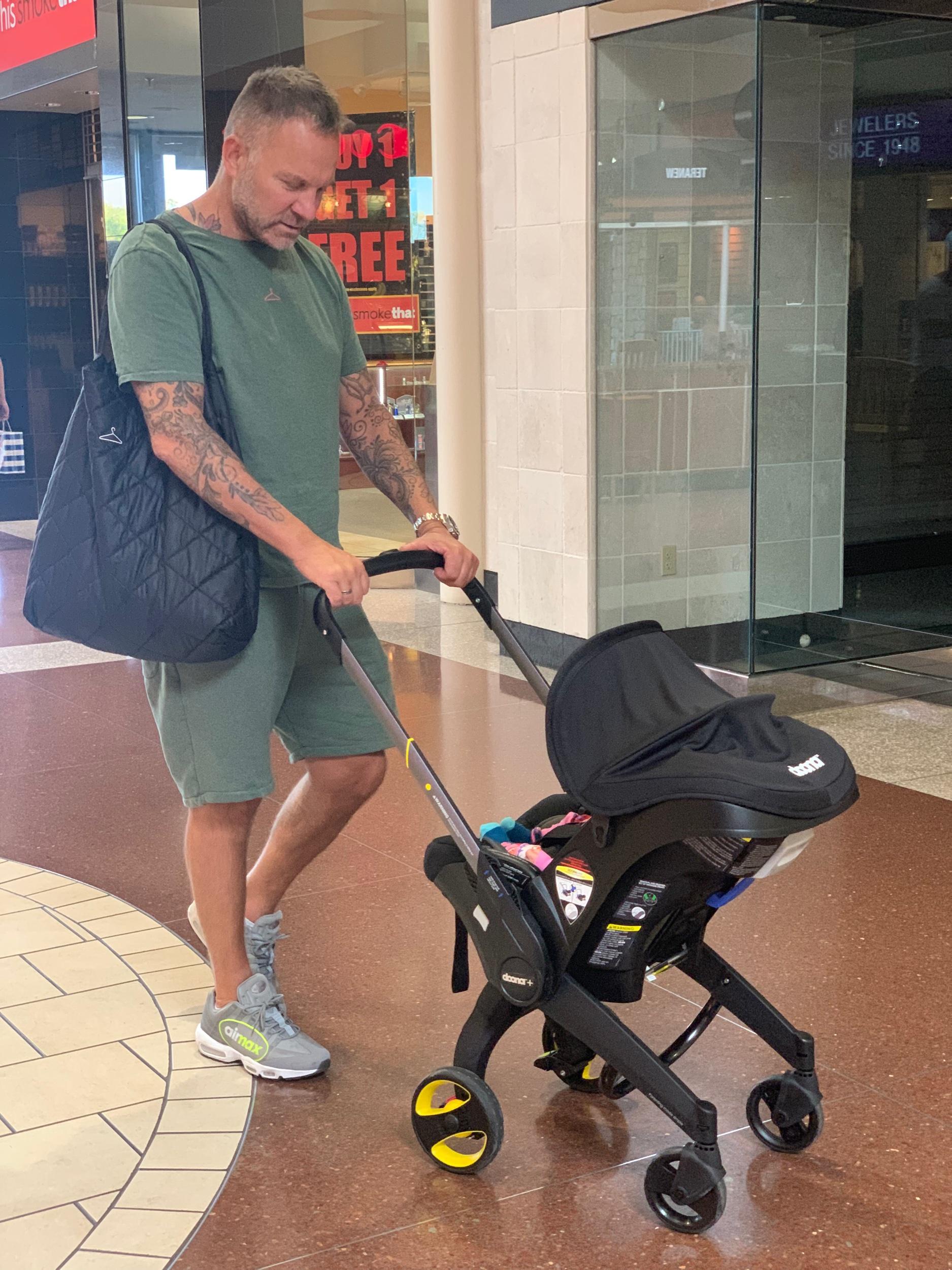 BABYSHOPPING: Det meste var kjøpt inn på forhånd, men en liten svipptur på Capitola Mall måtte vi alikevel.