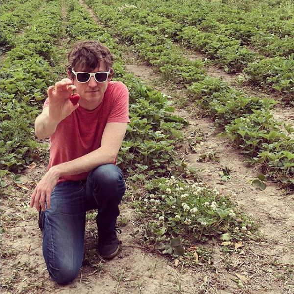 Tim connecting to a physical strawberry, photo: @agesandages