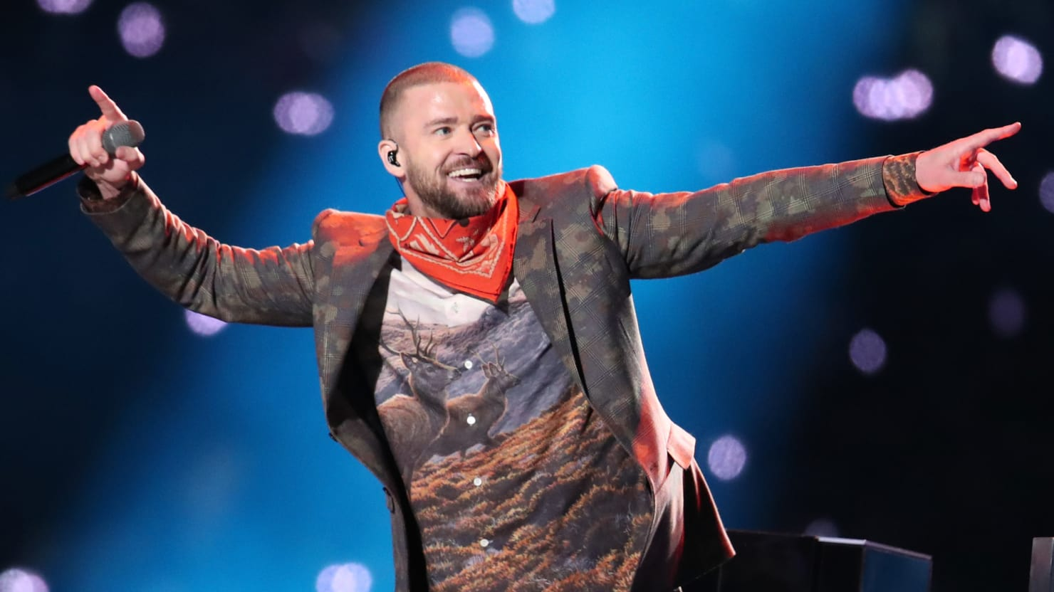 Justin Timberlake performing at last year's Super Bowl (@thedailybeast)