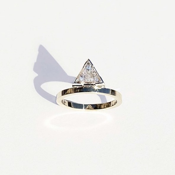 The dream ✨@_katkim ✨#ringsformodernlovers . . . . #geometrics #weddingwednesday #trillioncut #diamondrings #bijouxlovers #jewellery_blog #bijouxfemme #bespokeengagementring #jewelryaddict #ringfinder #findmethering #jewellerylover #engagementringideas #engagementrings #katkim #newdesigners #jewelleries #ooakjewelry #ooak #futureheirlooms #thecutlondon