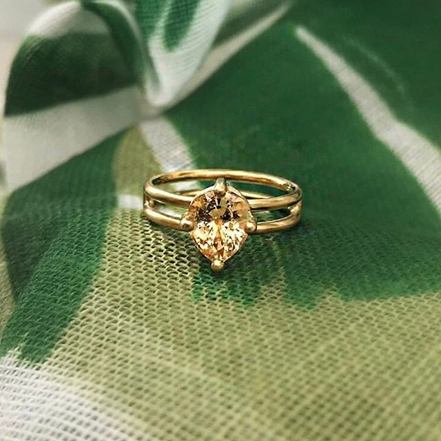 Yay! Another beautiful bespoke engagement ring (a peach sapphire, fyi 🍑) finding its way to one happy couple via our ring finding service here at The Cut London, by jewellery maestros @shimell_madden 🙌🏻✨ . . . . #peachsapphire #bespokeengagementring #bijouxlovers #madeinlondon #ooak #ooakjewelry #jewelryaddict #alternativebridal #alternativebride #uniqueengagementring #londonbride #proposal #engagementringideas #sapphireengagementring #findmethering #thecutlondon #jewellerymaker #ringsformodernlovers