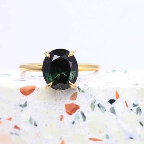 Another @thecutlondon client going against convention with their bespoke @michelleohjewellery engagement ring, featuring a deep blue-green sapphire. Proof that engagement rings don't always need to be diamonds 💎✨👊🏻 #findmethering ⠀⠀ ⠀⠀ ⠀⠀ ⠀⠀ ⠀⠀ ⠀⠀ #modernlovers #ringsformodernlovers #greensapphire #ovaldiamond #londonjeweller #futureheirloom #ooak #tourmalinering #alternativeengagementring #alternativebridal #thecutlondon