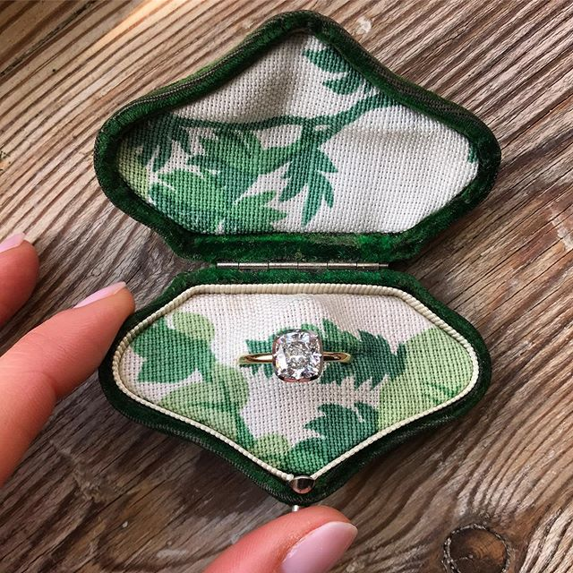 Can't resist posting another shot of the unbelievably gorgeous reupholstered ring boxes at @jessica_mccormack 🥰 I absolutely love these...(the rings are pretty special too) #ringsformodernlovers . . . . #bespokeengagementring #londonjeweller #ooakjewelry #diamondlover #diamondrings #ringbox #bespokejewelry #ringoftheday #ringspiration #findfeel #findmethering #londonjewellers #londonstyle #engagementringideas #engagementringinspiration #showmeyourring #diamondjewellery #thecutlondon #modernlovers
