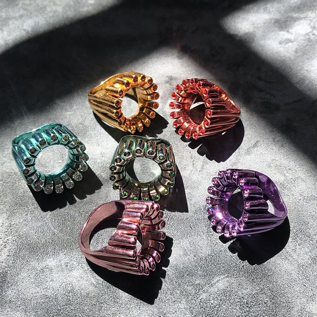 Rainbow Metallica 🌈 @florabhattachary 🌈 #ringsformodernlovers . . . . .#ringsofinstagram #londonjeweller #ringoftheday #ringsoftheday #ringspiration #metallics #colourpop #colourclash #ceramiccoating #cocktailring #fridaymood #limitededition #jewellery_blog #jewelrytrends #jewelrybox #jewelryaddict #thecutlondon #modernlovers