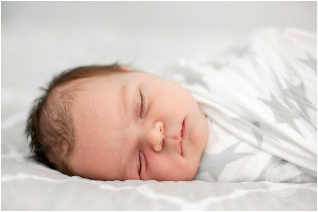 Bedford New Hampshire Newborn Photographer_011.jpg