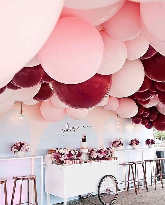 Last but certainly not least our final student for the #BostonUniversity #BUhospitality #InstagramTakeover #inspirationiseverywhere #inspoeverywherebu  I'm in love with the balloon trend. These burgundy and light pink balloons are gorgeous and I know attendees will have a great time capturing beautiful and Instagram-able moments! 🎈💕🎈 photograph via @thecoordinatedbride