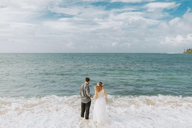 The water was so warm and the sands were soft. you #roadtohana #maui #mauihawaii #mauiwedding #mauiphotographer #mauiphotography #trashthedress #hawaiisbestphotos