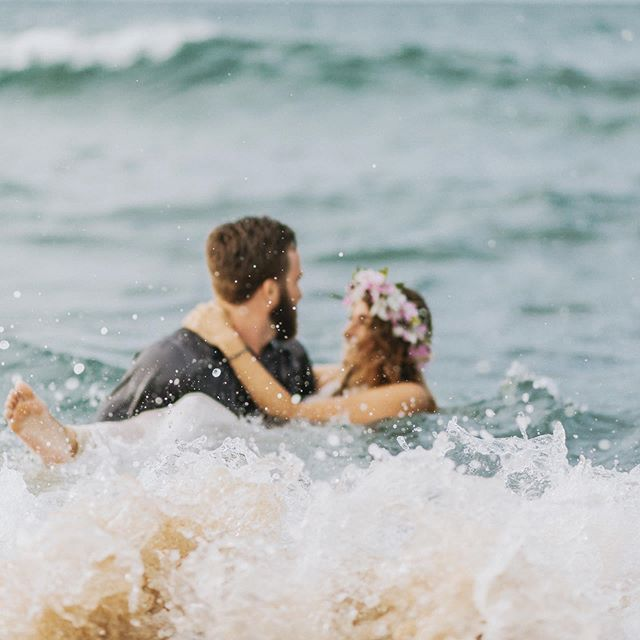 ➡️swipe!➡️ I literally got in the water and my jeans were completely soaked. Worth it! #roadtohana #maui #mauihawaii #mauiwedding #mauiphotographer #mauiphotography #trashthedress #hawaiisbestphotos