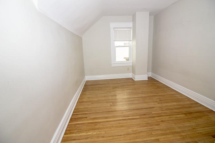 378 Stradbrook_Bedroom_v2.jpg