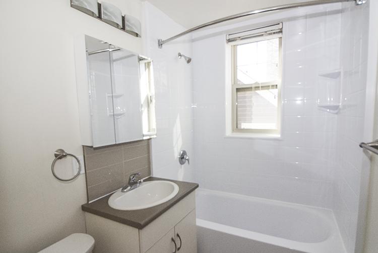 Unit10_1BDR_Bathroom_Pic1.jpg