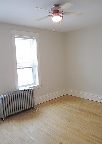 980_Wolseley_AptSuite12_Livingroom.jpg