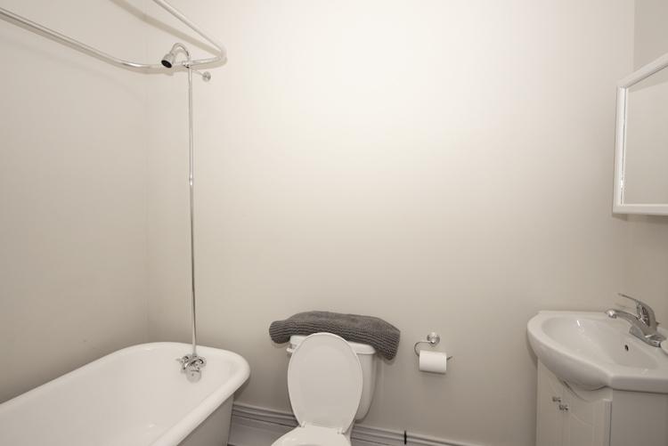 229Machray_Bathroom.jpg