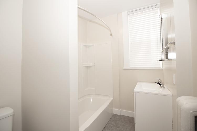 875 Westminster - Bathroom - Pic1 - Suite 5.jpg