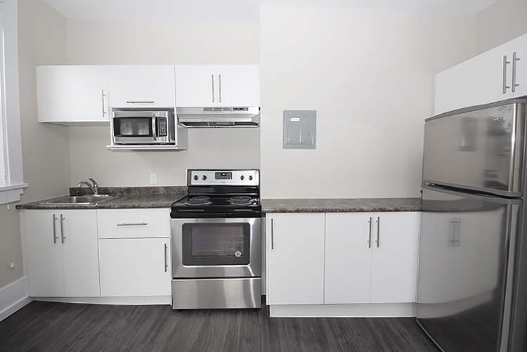 875 Westminster - Kitchen - Pic2 - Suite 5.jpg