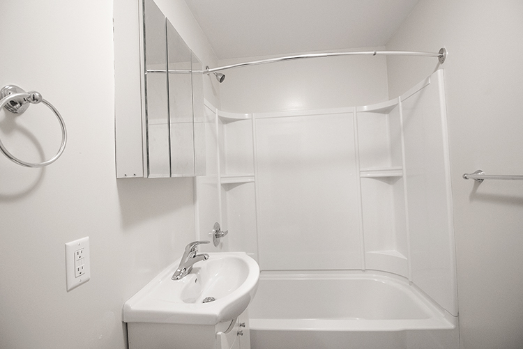 Suite 4 Bathroom.jpg