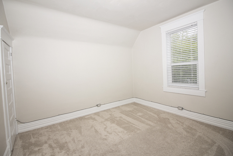 589 Fleet Avenue - Bedroom1.jpg