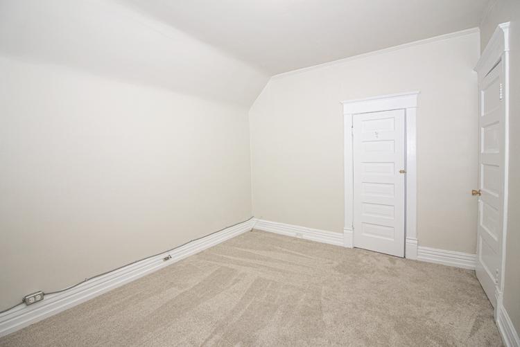 589 Fleet Avenue - Bedroom3.jpg